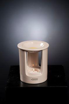 Die Duftlampen Vagone in der Farbe creme ist ein Blickfang für Ihre Räumlichkeiten. Wenn zarte Düfte den Raum einhüllen, fühlen Sie sich auf Anhieb wohl. Verbinden Sie das moderne Aussehen der Duftlampe mit praktischem nutzen. Für Abwechslung sorgen die unterschiedlichen Düfte unserer Duftlinsen, welche Sie ebenfalls im Shop erhalten.