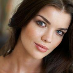 How to Do Dark Eye Makeup for Green Eyes