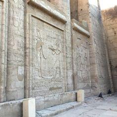 el Templo de Horus de Edfu16