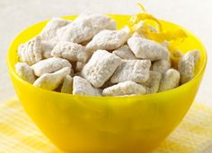 Lemon Buddies Chex Mix is a great summertime snack/dessert! Yummy Snacks, Yummy Food, Healthy Snacks, Delicious Recipes, Fun Recipes, Apple Recipes, Chips Au Four, Köstliche Desserts, Dessert Recipes