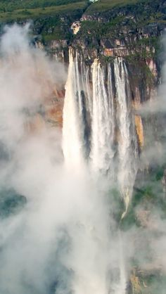 Angel Falls / Salto del Angel, Venezuela - The world's highest un-interrupted waterfall [height of 979 m ft), and plunge 807 m ft)]. Places Around The World, Oh The Places You'll Go, Places To Travel, Around The Worlds, Angel Falls Venezuela, Wonderful Places, Beautiful Places, Les Cascades, Photos Voyages