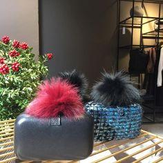 Ponpon clutch çantalar mağazada yerini aldı... #biswearistanbul #design #fashion #butique #fur #ponpon #clutch #cozy #newyear #biswear #istanbul #vsco #ootd