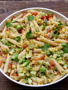 Recipe for a quick and easy corn pasta salad with tomato and avocado, with a simple lemon mustard olive dressing. This refreshing vegetable pasta salad is refreshing and delicious. Corn Pasta Salad Recipe, Easy Salad Recipes, Vegetarian Recipes, Healthy Recipes, Pasta Salad With Avocado, Antipasto Pasta Salads, Vegetable Pasta Salads, Vegetable Side Dishes, Kitchen Recipes