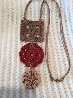 Cada peça mas linda que a outra Straw Bag, Crochet Earrings