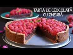 TARTĂ DE CIOCOLATĂ CU ZMEURĂ | Rețetă + Video - Valerie's Food Cheesecake, Cakes, Youtube, Desserts, Recipes, Food, Cheesecake Cake, Tailgate Desserts, Deserts
