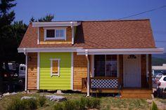 경북 영덕~포항에 지은.10평(8평+다락 2평),소형 목조주택 입니다시공 내역이랑 사진 참고 하십시요.---- 시공 내역 ----1층 : 8평다락 : 2평데크 : 3평포치 : 4평지붕 : 2중그림자 슁글외벽 : 적삼목 + 시멘트 사이딩위 수성페인트창호 : 미국식 수입 시스템창실내 마감 : 스프러스 루바 & 향목루바, 스프러스 원목몰딩욕실 : 인터바스 ..