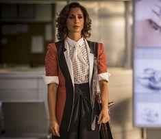 Maria Tereza (Camila Pitanga) casaco vermelho, segunda fase Velho Chico.  Brazilian Soap Opera costume