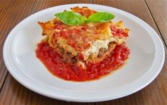 Lazy 3-layer ricotta and sausage lasagna with a tomato-basil sauce ready in just an hour.
