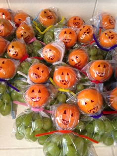 Green grapes & a clementine in a zip-lock bag. Tied off with those fury-wire-craft-sticks. Draw on a pumpkin face with permanent marker! Healthy Halloween Snacks, Healthy Toddler Snacks, Healthy Snacks For Kids, Halloween Treats, Wire Crafts, Craft Stick Crafts, Craft Sticks, Pumpkin Faces, A Pumpkin