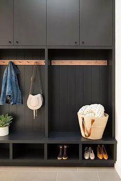 Mudroom Ideas – A mudroom may not be a very essential part of the house. Smart Mudroom Ideas to Enhance Your Home House Design, Mudroom, Interior, Home, Modern House, Mudroom Design, Modern Interior Design, Interior Design, Mud Room Storage