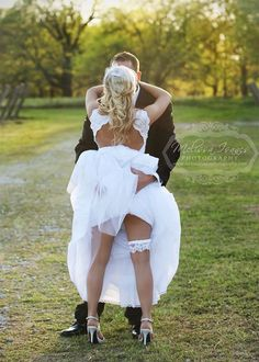 LOVE this wedding day picture!