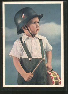 old postcard: AK kleiner Junge mit Stahlhelm & Trommel