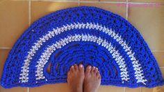 El Rinconcito de Ra: Alfombra de baño semicircular ( Ganchillo XXL) http://elrinconcitodera.blogspot.com.es/2014/10/alfombra-de-bano-semicircular-ganchillo.html