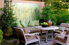 20 stilvolle Ideen für Sitzecke im Freien - bequemer Sitzplatz im Garten  - sitzecke im freien grüne kissen