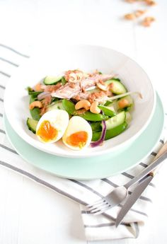 Now you may think Gado Gado salad with mackerel? What kind of crazy combi is that? I understand your reservations, but it is really delicious. I ate t. I Love Food, Good Food, Yummy Food, Clean Recipes, Cooking Recipes, Healthy Recipes, Gado Gado, Fried Vegetables, Food Bowl