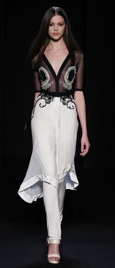 Ingrid Vlasov, Abaya, bisht, kaftan, caftan, jalabiya, Muslim Dress, glamourous middle eastern attire, takchita