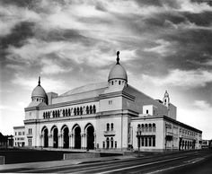 The 6300-seat Shrine Auditorium, built in 1926 to replace an earlier 1906 temple which burned down in 1920. It can fit up more than 1000 people on its stage. It's shown here in (I believe) 1938 and still stands today.