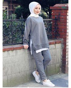Dress Designs For Girls Pakistani Modest Fashion Hijab, Modern Hijab Fashion, Street Hijab Fashion, Muslim Fashion, Fashion Outfits, Casual Dress Outfits, Sporty Outfits, Hijab Outfit, Hijab Trends