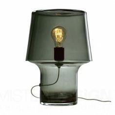 De Cosy Lamp Transparant van Harri Koskinen voor Muuto is een prachtig ontworpen tafellamp. Het ontwerp is vervaardigd uit handgeblazen glas en heeft een zwart gestoffeerde kabel van 250 cm.   Lichtbron: 1x E27 (niet inbegrepen), max 60W.