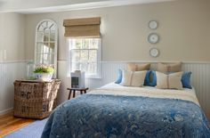 Barn house style Bed room  Reference : Houzz (Breezy and Fuss Free in Cape Cod)