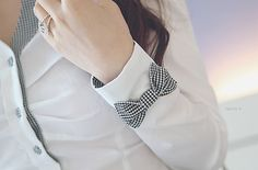 cute gingam bow sleeve detail
