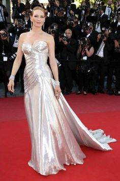 Uma Thurman wore Atelier Versace to the Cannes closing ceremony.