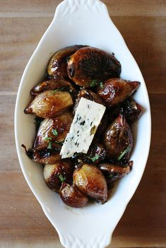 Caramelized shallots topped with roquefort cheese [recipe]