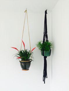 Diy macramé plant hangers. Plantenhangers om zelf te maken met macramé.