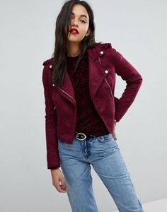 Discover new clothes and latest trends in women's clothing at ASOS. Shop the newest women's clothes, dresses, tops, skirts and more. Order now at ASOS. Biker Jacket Outfit Women, Biker Wear, Winter Coats Women, Coats For Women, Jackets For Women, All Fashion, Latest Fashion Clothes, Fashion Online, New Outfits