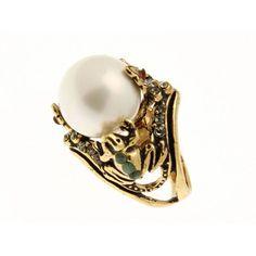 Linea Rana Anello Dono: sono due piccole, graziose rane ad omaggiare con una grande perla, la bellezza della principessa che la indossa.