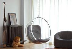 fauteuil boule suspendu en acrylique: Bubble Chair par Eero Aarnio