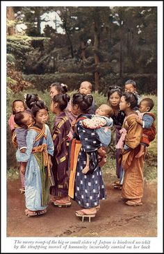 Traditional babywearing photo: The Babysitters of Yokohama in Japan -- Hand Tinted Geisha, Old Pictures, Old Photos, Vintage Photos, Japanese History, Japanese Culture, Yokohama, Japanese Outfits, People Of The World