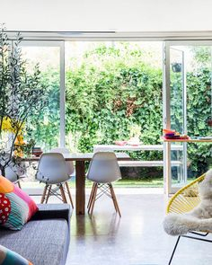 Those chairs are my fav. The Melbourne home of illustrator / designer Letitia Green and her husband Michael Green. Photo – Sean Fennessy, production – Lucy Feagins / The Design Files. Home Interior, Interior Architecture, Interior Decorating, Interior Design, Interior Ideas, Passion Deco, Sweet Home, Melbourne House, The Design Files