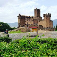 Castillo de Javier, patrón de #Navarra y del turismo en #España. Fortaleza medieval de roca viva. (By @paolajaren / Instagram)