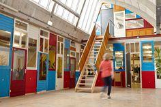 In Utrecht is Vechtclub XL geopend, een 4.500 vierkante meter grote broedplaats in een voormalig fabriekspand die door gebruikers zelf is ontworpen, verbouwd en beheerd. Vechtclub XL is één van de beste voorbeelden van hoe een 'bottom-up'-initiatief op een professionele wijze, met eigen middelen en op groot formaat leegstand kan tegengaan en een herontwikkelingsgebied nieuw leven inblaast.