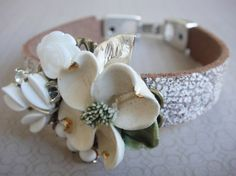 LOVE the ceramic flower!