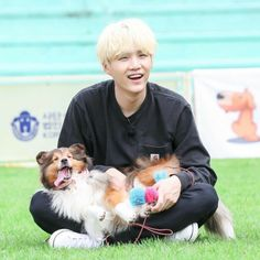 Yoongi only gives me more reasons to love him 🐶💕 Answer: but SAME! he's the softest honey boy with huge soft spot for dogs, especially holly. yesterday's run ep. Jimin, Min Yoongi Bts, Min Suga, Bts Bangtan Boy, Bts Taehyung, Bangtan Bomb, Foto Bts, Bts Photo, Daegu