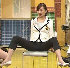 西尾由佳理さん大開脚
