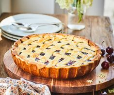 This is a fun pie to make and eat in the summer with lots of fresh cherries, raspberries and delicious sweet short pastry. Jackfruit Burger, Short Pastry, Raspberries, Cherries, Fish Finger, Roasted Vegetables, Grilled Veggies, Best Pie, Raspberry