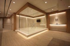 オフィスデザイン実績~ガラス張りの宝石箱がお出迎えする光り輝くオフィス Nest Company, Office Entrance, Glass Design, Interior Lighting, Conference Room, Layout, Interior Design, Workplace, Commercial
