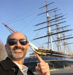 Doğu Londra'da Greenwich'teyim Cutty Sark şişelerinde gördüğümüz gemi işte bu Parmağımın ucundaki figür cutty sark (kısa etek) giyen ve Tam OShanter'ı mezarlıkta kovalayan cadı. Cutty Sark ın tüm hikayesi ve tadım notlarım sitemde link profilimde#CuttySark @cuttysarkwhisky @cuttysarkusa #MPLondra