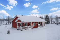 A country cottage to enjoy any season, located near Ruka. Home Fashion, Skiing, Cottage, House Styles, Cabins, Home Decor, Ski, Decoration Home, Room Decor