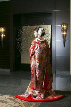 和装 Traditional Wedding Dresses, Traditional Outfits, Dress Hairstyles, Wedding Hairstyles, Wedding Kimono, Japanese Wedding, European Wedding, Kimono Pattern, Kimono Dress