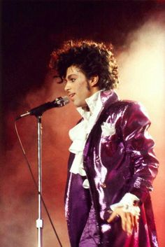Celebrating the life, legacy, achievements and artistry of Prince Rogers Nelson. Quality rare photos and more. Pictures Of Prince, Prince Of Pop, The Artist Prince, Roger Nelson, Prince Rogers Nelson, Famous Singers, Purple Reign, Rock Legends, Music Icon