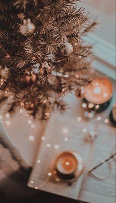 Christmas Phone Wallpaper, Christmas Aesthetic Wallpaper, Winter Wallpaper, Aesthetic Iphone Wallpaper, Aesthetic Wallpapers, Merry Little Christmas, Gold Christmas, Christmas Photos, Beautiful Christmas