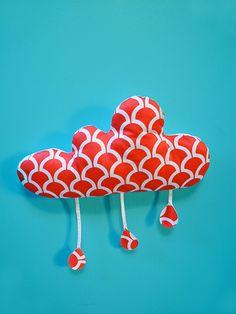 Dimensions de nuage 25cm x 46cm (sans goutes)Dimensions de goutes 6,5cm x 4,5cmLe dos blanc avec un crochetTissus 100% cotonRembourrage : 100% polyesterLavage à la mainSéchage à l'air libreFait main en France