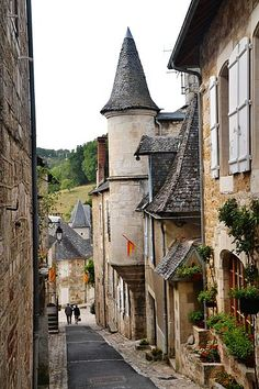 Turenne en Corrèze, superbe village ancien de ma belle France.