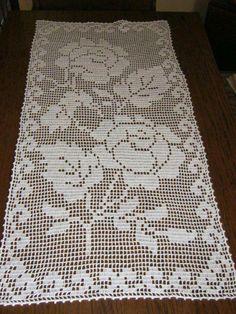 Table runner, it hasn't finished yet - Salvabrani Filet Crochet Charts, Crochet Doily Patterns, Crochet Blocks, Thread Crochet, Crochet Doilies, Crochet Flowers, Crochet Stitches, Crochet Home, Irish Crochet