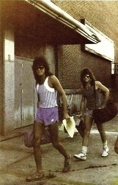 Omg I'm in love with this!!!!!! <3<3 Richie and Jon looking goodddd! ;)