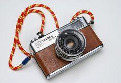 Climbing rope camera strap. Diy Camera Strap, Climbing Rope, Leather Skin, Photography Gear, Diy Interior, Polaroid, Neutral Colors, Industrial Design, Usb Flash Drive
